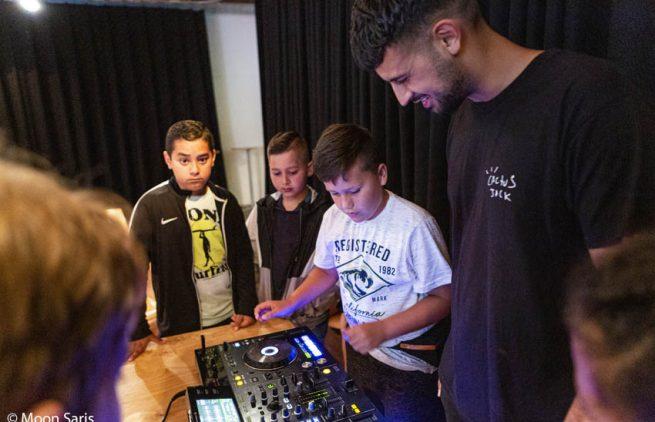 DJ-workshop_met DJ Rizzy West_14-7_fotoMoonSaris_3282
